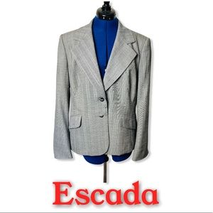 Escada Pinstriped Shoulder Pads 2 Button 4…